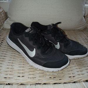Nike Flex Experience RN4 size 4.5Y